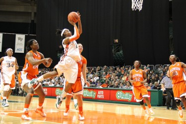 Junior Riquna Williams shoots the ball during Friday night's 77-48 victory over Clemson at the BankUnited Center. Williams finished with a team-high 29 points // Christina De Nicola