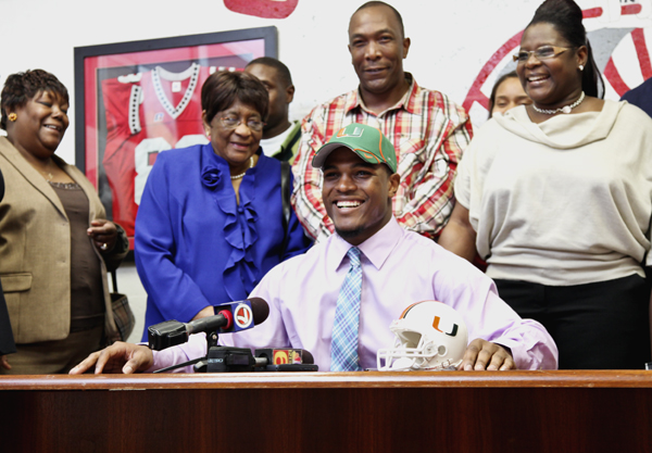 Gables linebacker signs with the Canes