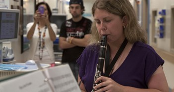 Junior Amanda Melgarejo performs in a hallway while Laura Russo and Peter Campbell listen in. Cayla Nimmo // Photo Editor