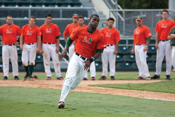 Photo Brief: Baseball begins practice