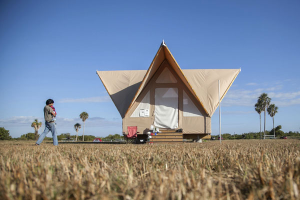 Grad students construct eco-friendly tents