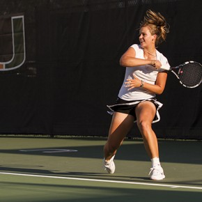 Photo Brief: Women's tennis brings double the heat