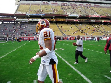 Sean Taylor before a Redskins game against the Cardinals on Dec. 11, 2005. // Bryan Allison via Flickr