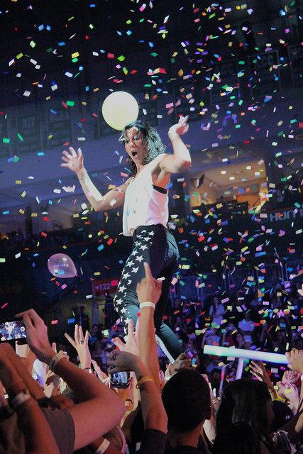 Homecoming concert mixes genres with Matt and Kim, Fabolous