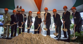 Lennar Foundation and University of Miami administrative members present The Lennar Foundation Medical Center to the UM community. The groundbreaking event was held adjacent to the construction site, located between the Bank United Center and Flipse Building, Thursday afternoon. The Lennar Foundation Medical Center is scheduled to open in 2016. Nick Gangemi // Photo Editor