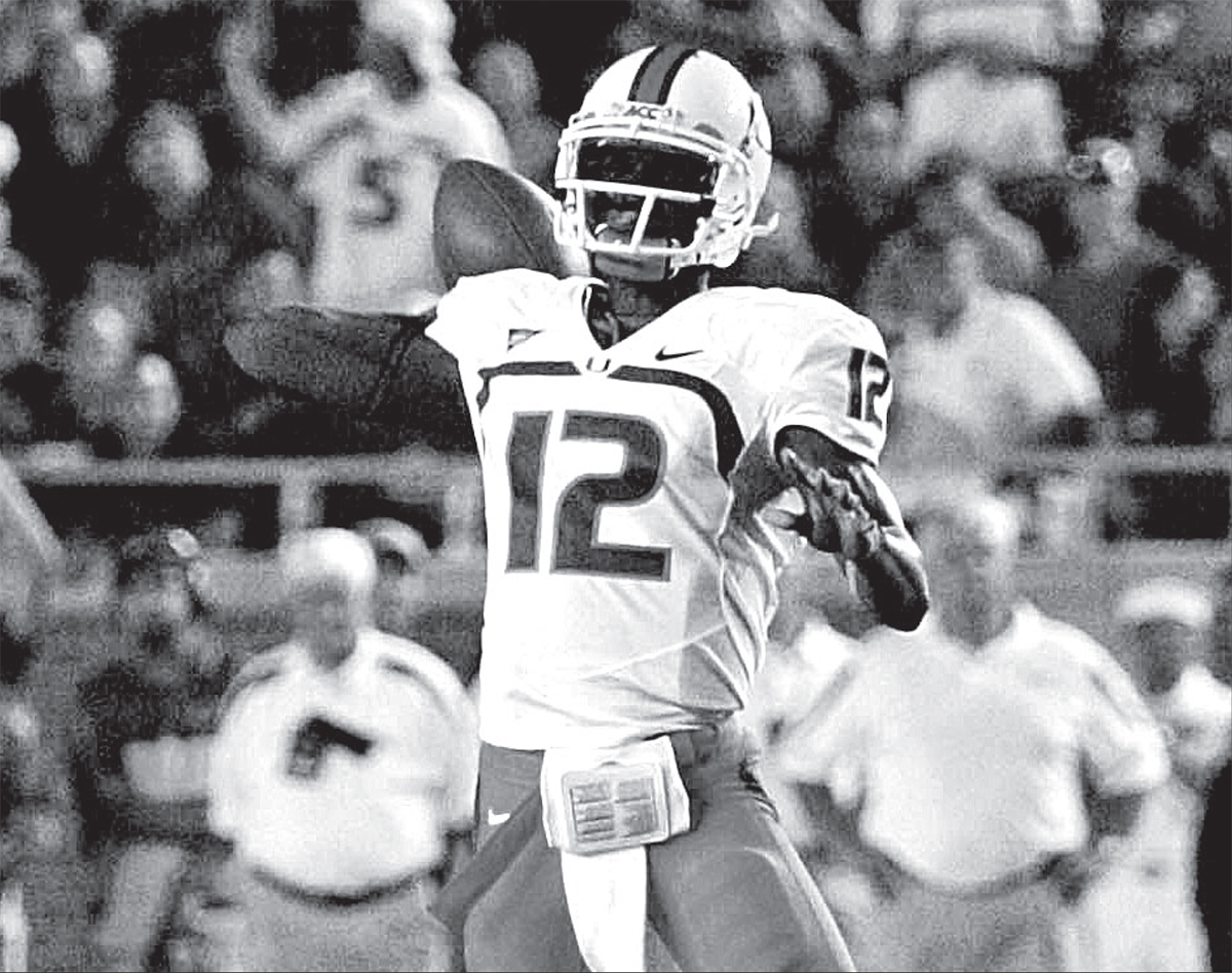 A Photo From The Last Time Miami Beat Florida State 2009 Quarterback Jacory Harris Looks To Connect With His Teammates During Game Against Fsu