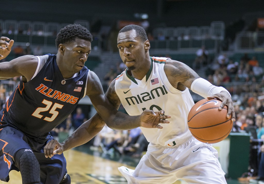 Men's basketball remains undefeated with win over Illinois