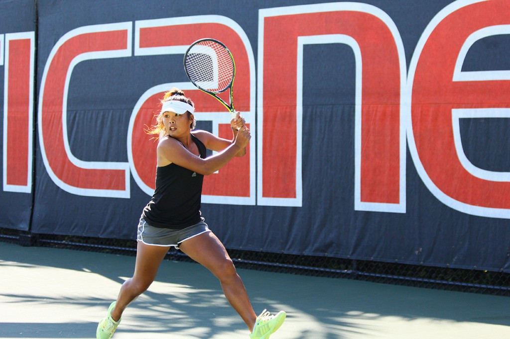 Freshman Wendy Zhang competes in the Orange Singles Draw during this weekend's Fall Tennis Invitational. Zhang advanced to Saturday's quarterfinals. Erum Kidwai // Contributing Photographer