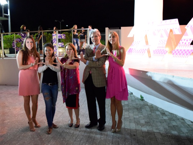 Members of Zeta Tau Alpha pose with President Frenk and Dr. Knaul during the Lake Osceola fountain lighting ceremony Monday night. Evelyn Choi // Contributing Photographer