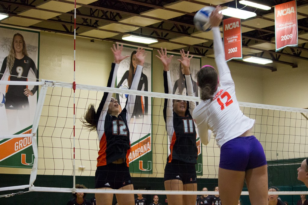 Volleyball team completes comeback win against UTSA