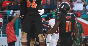 Redshirt freshman tight end David Njoku (86) makes his first career touchdown reception in the second quarter of the Hurricanes' 27-21 win over Virginia. Hallee Meltzer // Photo Editor