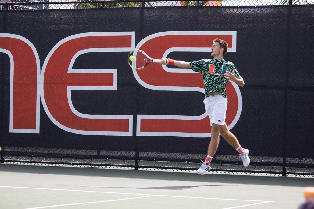 Weekend proves successful for men's, women's tennis teams