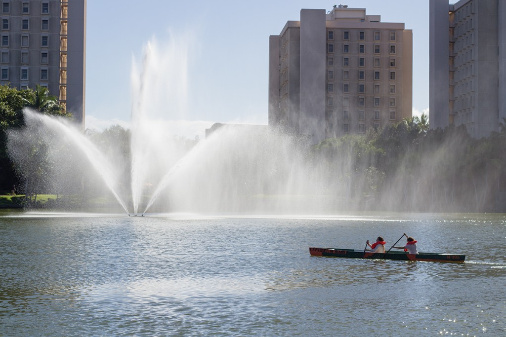 Engineering students row on Lake Osceola to test their canoe made out of concrete Monday afternoon. Kawan Amelung // Staff Photographer