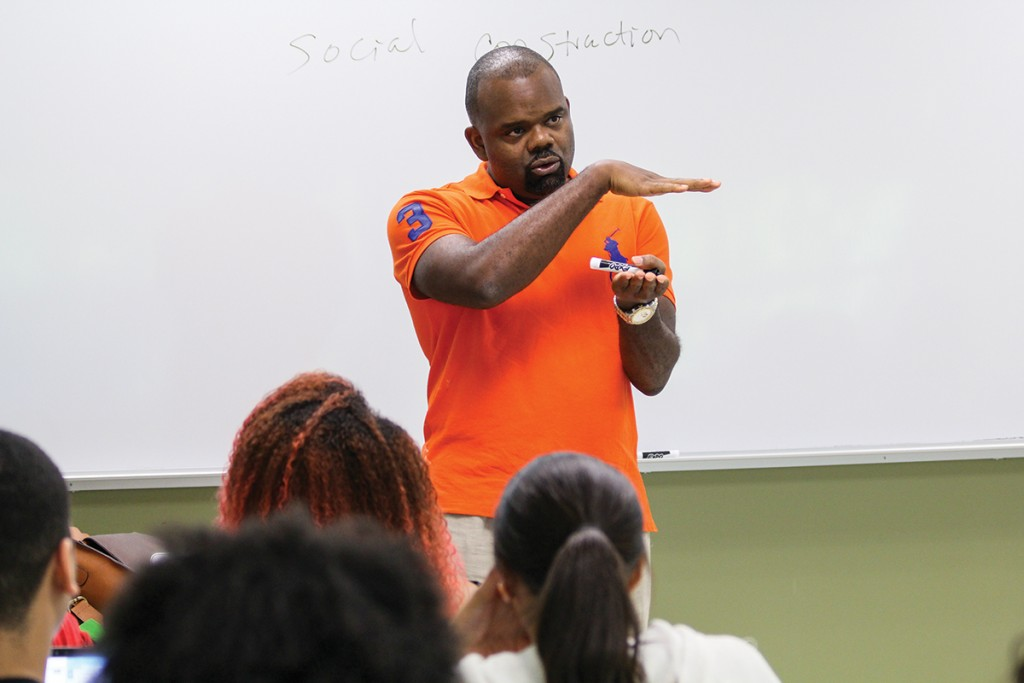 Director of Africana studies David Ikard talks to his BlackLivesMatter class (AAS 290) about the Black Lives Matter movement and its historical antecedents. Erum Kidwai // Staff Photographer