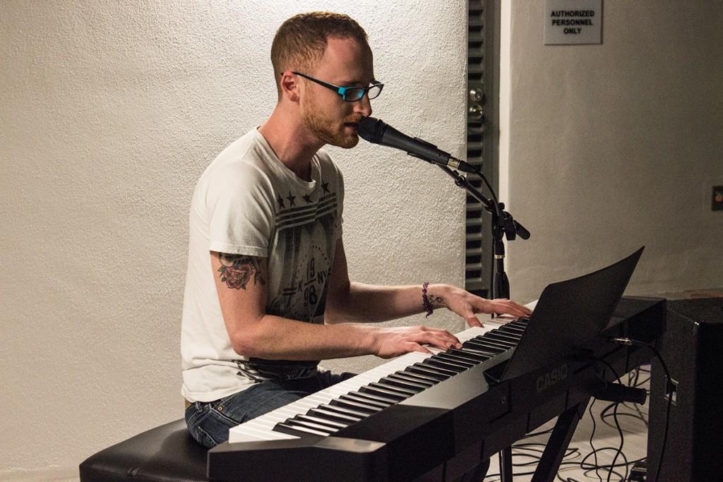 'American Idol' finalist Bret Loewenstern takes stage at Hillel's Open-Mic Night