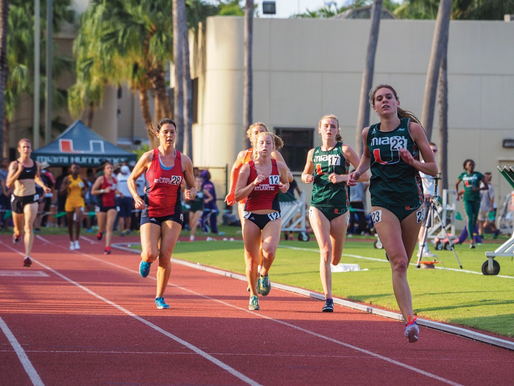 Freshman Anne Den Otter (23) runs the 5000m during the 2016 Hurricane Alumni Invitational hosted at Cobb Stadium Saturday afternoon. Den Otter won the women's 5000m with a personal-best time of 18:14.36. Cody Sklar // Contributing Photographer