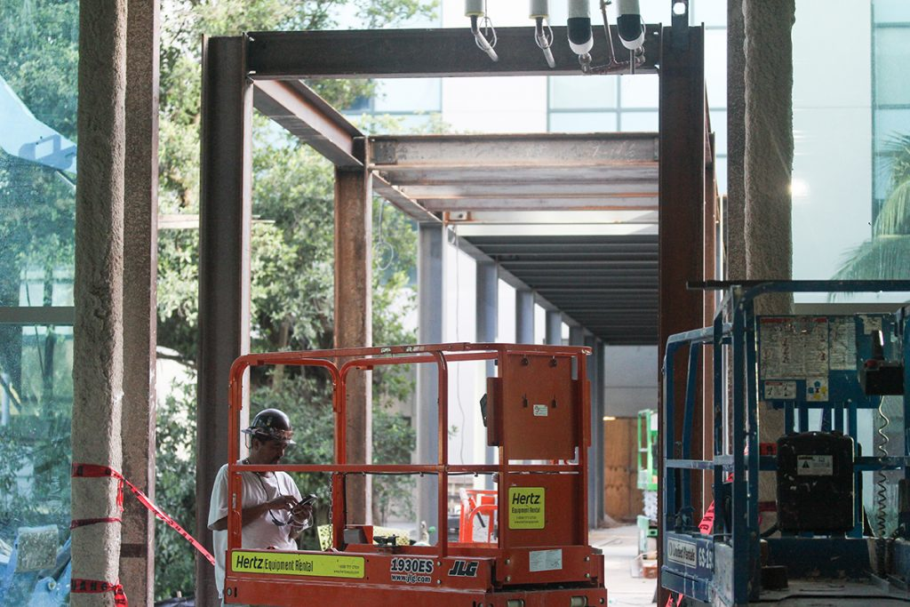 A walkway between the Ponce de Leon garage and the new Lennar Foundation Medical Center is being construction for easy access to the center. Victoria McKaba // Photo Editor