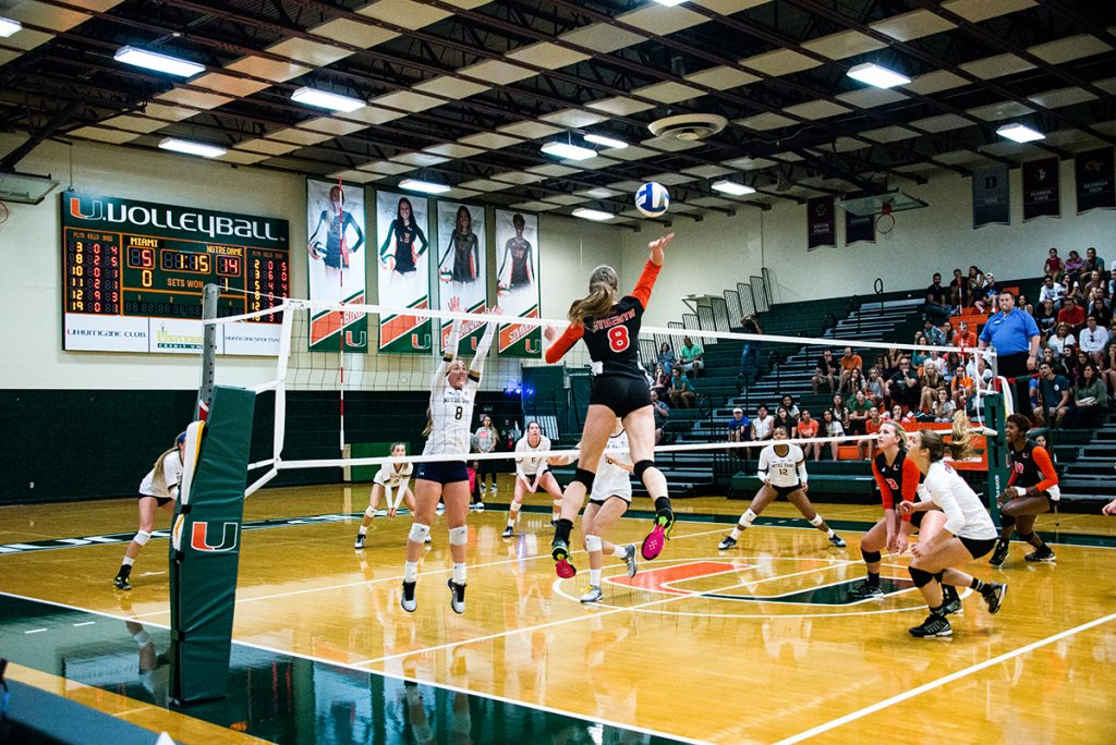 Volleyball team struggles, falls to Notre Dame 3-0