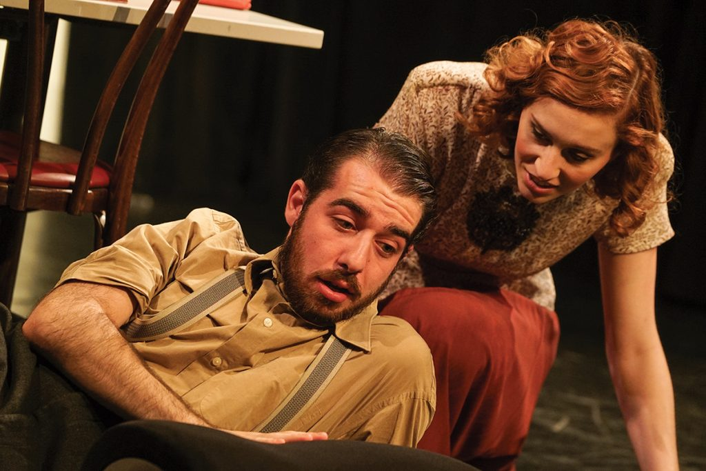 Cast uses small theater to advantage during 'The Glass Menagerie'
