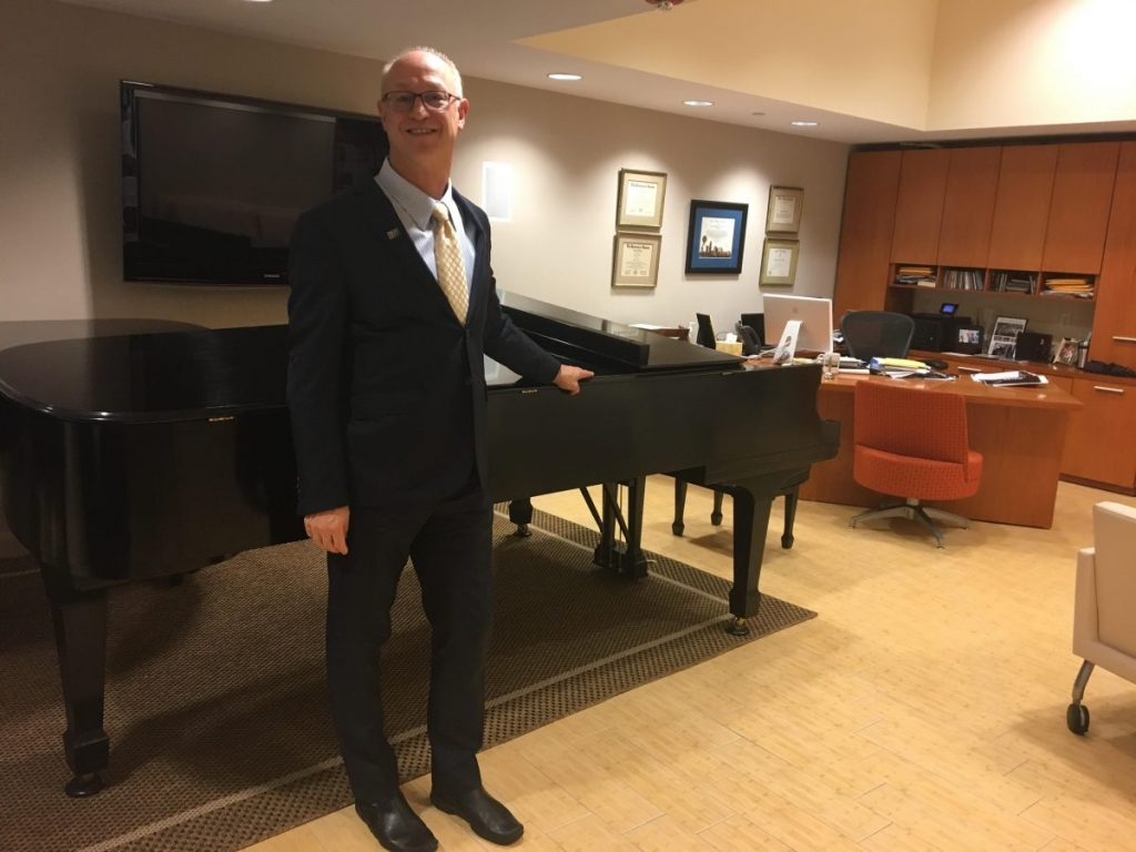 Frost School Dean Shelton Berg wins 2017 Knight Arts Champion title, grant