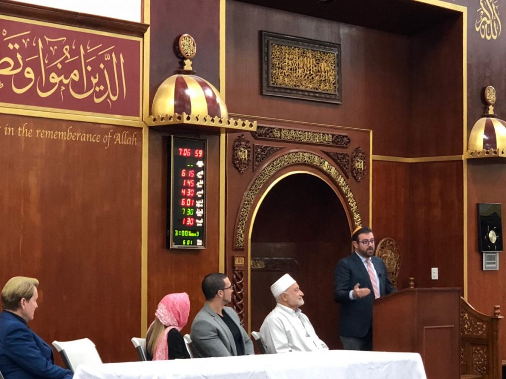 Religious leaders use visit to Islamic center to teach students about interfaith dialogue