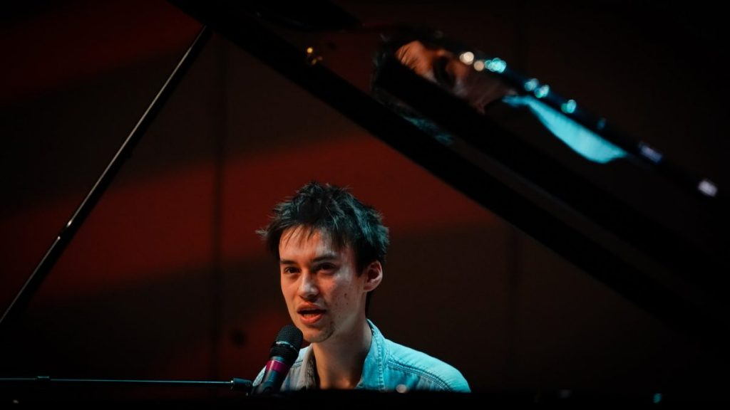 Jacob Collier hosts masterclass on campus, performs with Nu Deco Ensemble