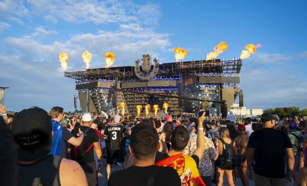 My first experience at Ultra Music Festival: I went to Ultra sober