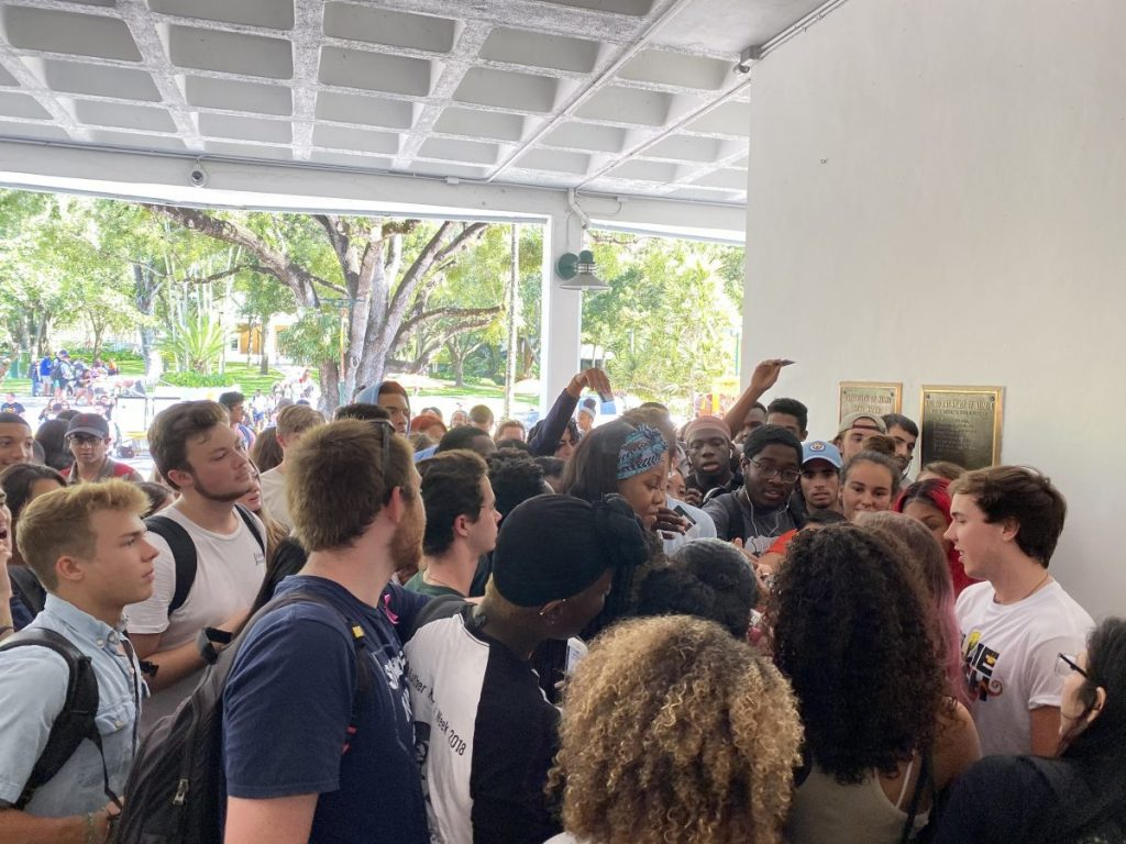 Students vie for homecoming floor tickets, cause chaos in Breezeway