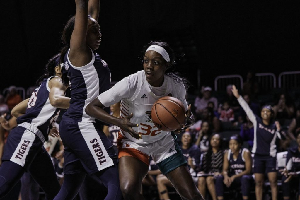 Women's basketball loses first game of season at Maggie Dixon Classic