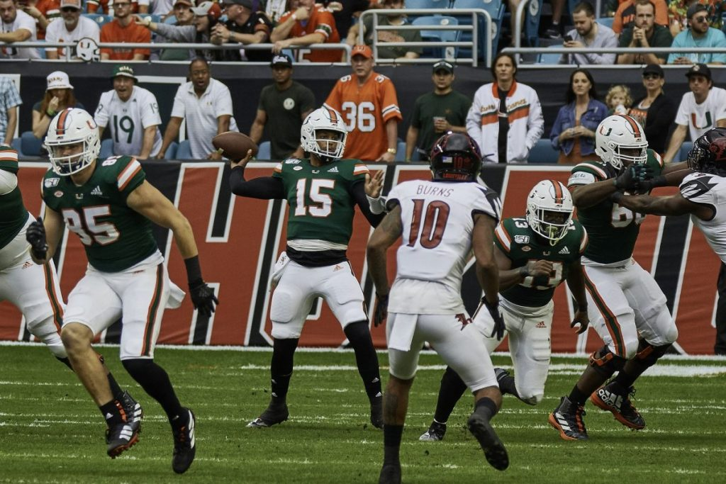 Miami dominates Louisville, Williams throws record-breaking 6 touchdowns