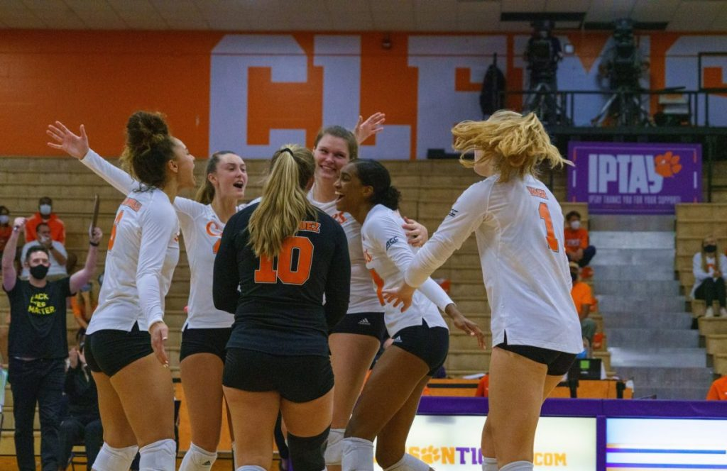 Hurricanes volleyball splits series with Clemson, returns to Miami with 4-2 record