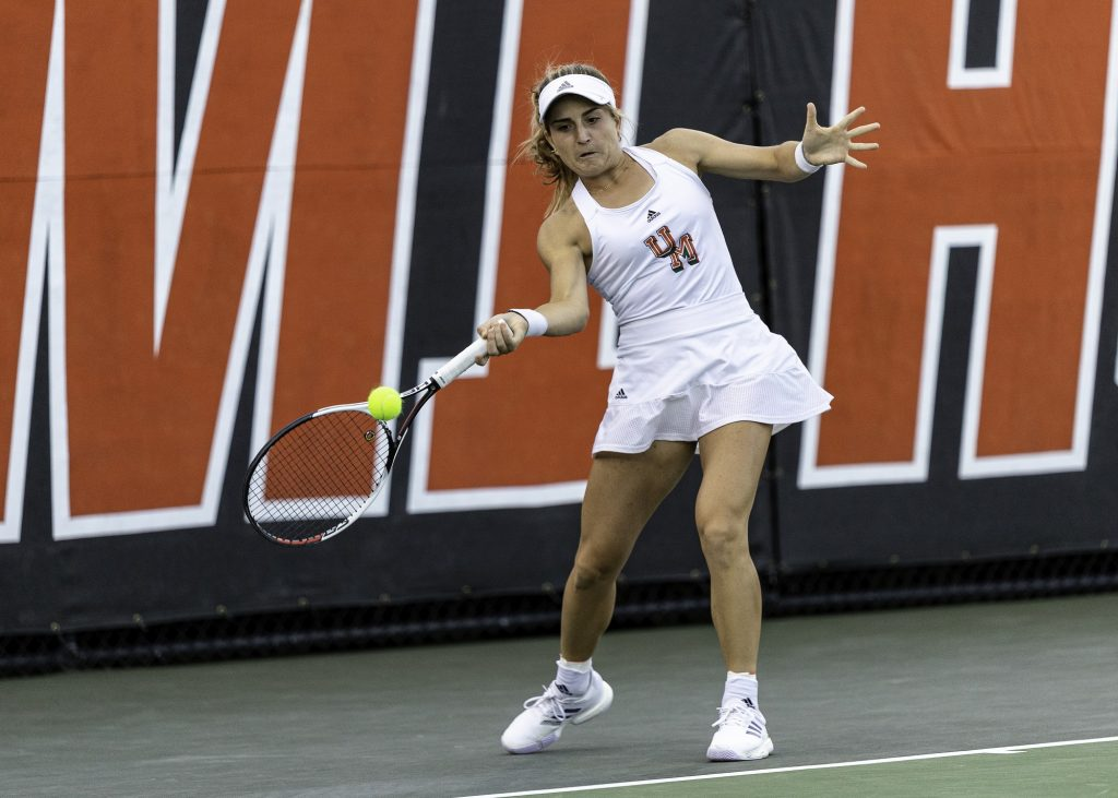 Men's tennis sweeps weekend competition, women collect a win and a loss